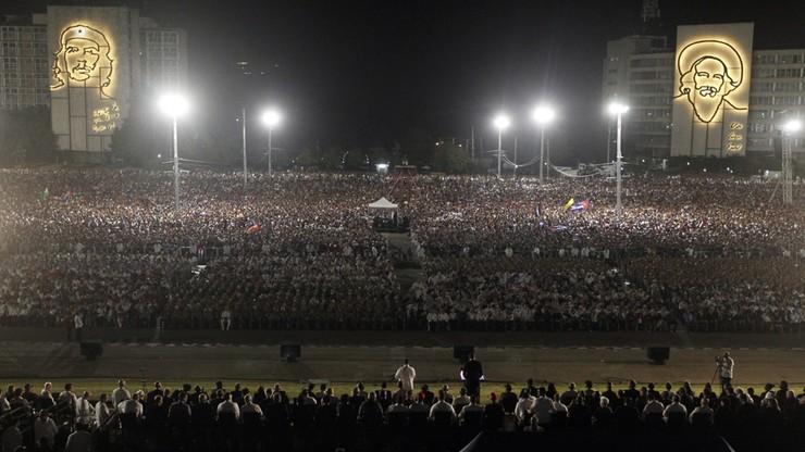 Kubańczycy wspominają Castro. Tysiące ludzi na ulicach Hawany