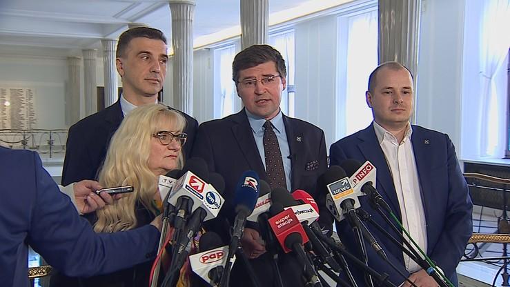 Kukiz'15 złożył projekt ustawy o jawności zarobków w instytucjach publicznych