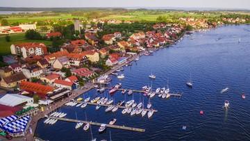 Kwarantanna po polsku. Mazurskie miejscowości przeżywają najazd turystów