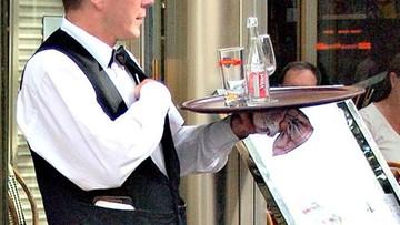 Obsługiwał gości bez maseczki, zaatakował policjantów. Agresywny kelner zatrzymany