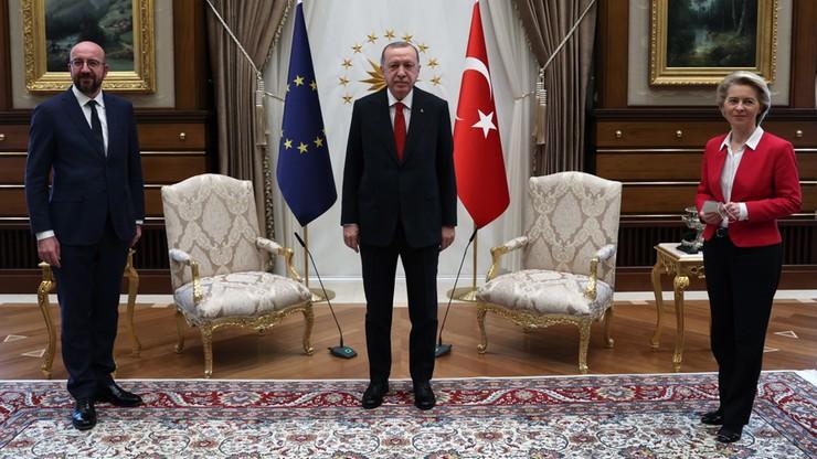"""Na spotkaniu z Erdoganem zabrakło krzesła dla przewodniczącej KE. """"Była wyraźnie zaskoczona"""""""