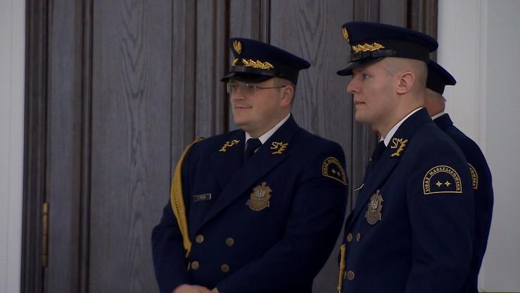 Przywileje Straży Marszałkowskiej: uprawnienia jak służby specjalne, zarobki wyższe niż w policji