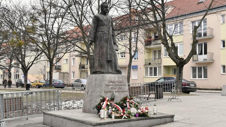 W poniedziałek magistrat Gdańska rozpocznie procedurę administracyjną ws. pomnika ks. Jankowskiego