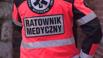 Pijani mężczyźni zaatakowali ratowników medycznych. Bo musieli czekać na karetkę