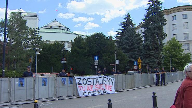 Zabronili mu wejścia do Sejmu, poszedł do sądu. Wyrok ma zapaść 13 grudnia
