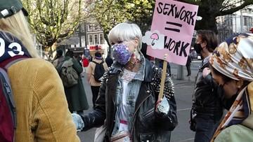 Protest prostytutek przed holenderskim parlamentem. Sprzeciwiają się restrykcjom