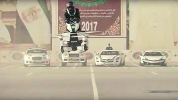 Policja w Dubaju testuje latające motocykle Scorpion