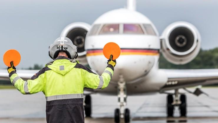 Samolot kanclerz Merkel uziemiony na lotnisku w Dortmundzie. Wjechała w niego furgonetka