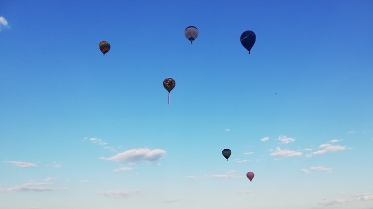 Warszawa: pokaz balonów na rocznicę Bitwy Warszawskiej