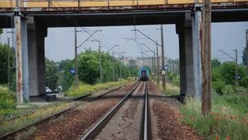 37-latek przeżył zderzenie z pociągiem. Był pijany