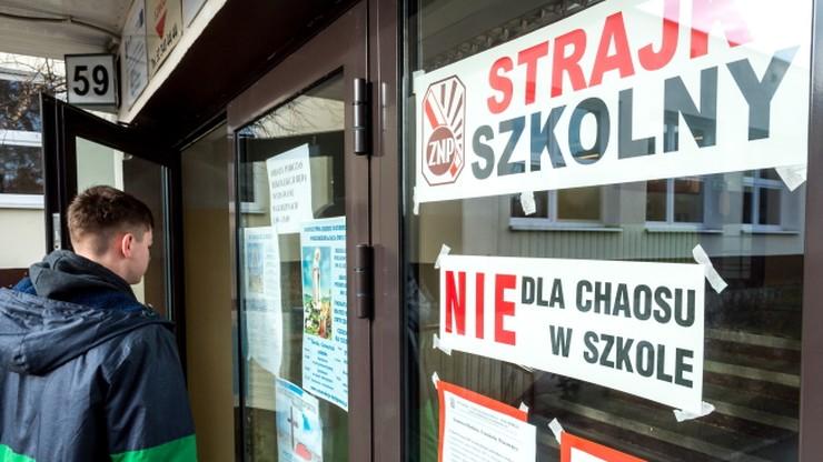 Sprzeczne dane ZNP i MEN dotyczące strajku nauczycieli