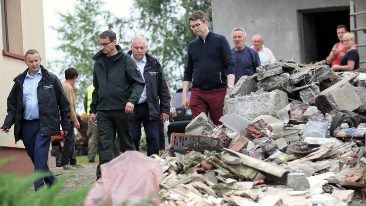 Polska po burzach. Grad wielkości kurzych jaj, zniszczone domy. Premier na miejscu zdarzenia