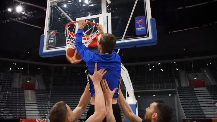 Felix zaliczył wsad! Piłkarze Piasta z wizytą u... koszykarzy (WIDEO)