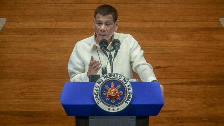 """Prezydent Filipin zalecił czyszczenie maseczek... benzyną. """"Nie żartuję"""""""
