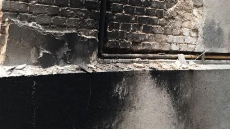 Prokuratura: podpalenie przyczyną pożaru toi-toia przy kamienicy posła Brejzy