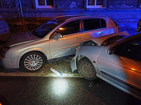 W trakcie pościgu, nastolatek doprowadził do zniszczenia dwóch pojazdów