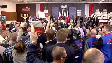 """""""Sto lat"""" vs. """"kłamca"""". Awantura na spotkaniu z Morawieckim. Premier opuścił salę w asyście policji"""
