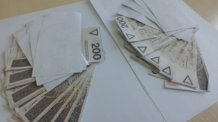 Próbował oszukać siostrę, płacąc jej 20 tys. zł banknotami wydrukowanymi na domowej drukarce