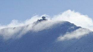 24-10-2021 00:10 Potworny mróz na szczycie Śnieżki. Temperatura odczuwalna spadła do minus 35 stopni [ZDJĘCIE]