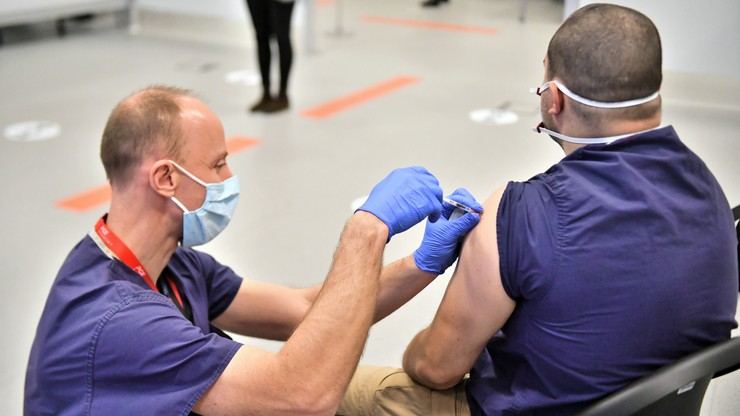 Ruszyły szczepienia medyków na Stadionie Narodowym