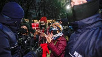 """Zatrzymania po protestach przed TK. """"Dwoje funkcjonariuszy odniosło obrażenia"""""""