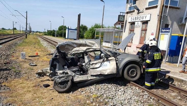 Pociąg zderzył się z autem. Dróżnik miał nie zamknąć szlabanu