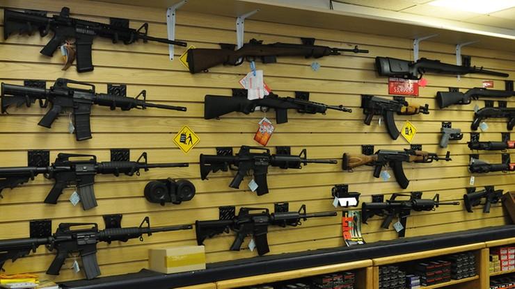 Więcej broni niż obywateli. Rekordowy popyt na pistolety i karabiny w USA