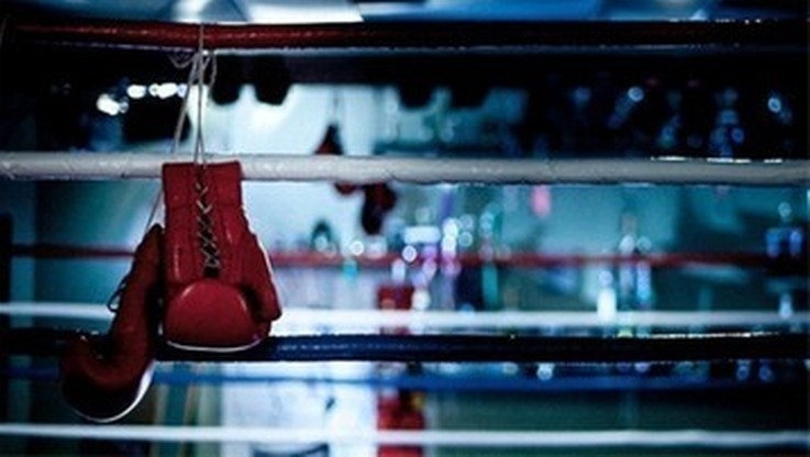 Kontuzjowany mistrz świata w boksie Beterbijew odwołał walkę z Deinesem