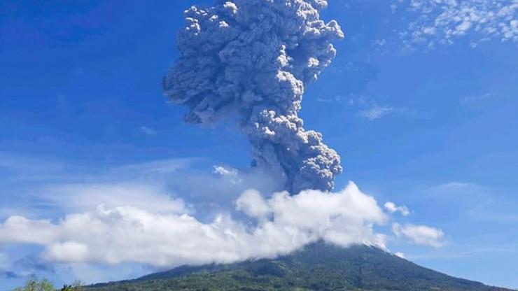 Wybuch wulkanu w Indonezji. Ewakuowano prawie 3 tys. osób