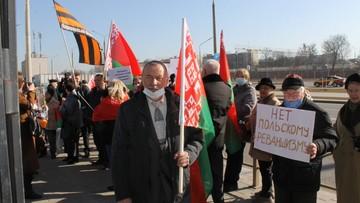 Pikiety zwolenników Łukaszenki przed polskimi placówkami na Białorusi