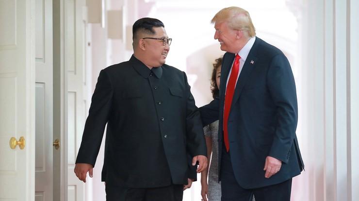 """Kim Dzong Un chce """"pilnie"""" powstrzymać """"irytujące i wrogie działania wojskowe"""" Korei Płn i USA"""