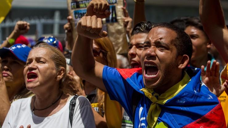 Wenezuela: tłumy na ulicach domagają się referendum ws. odwołania prezydenta
