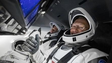 Dragon-2 od SpaceX wraca z astronautami na Ziemię. Zobacz transmisję na żywo