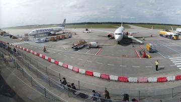 Ewakuowano pasażerów samolotu po znalezieniu rysunku bomby. Narysował ją 13-latek