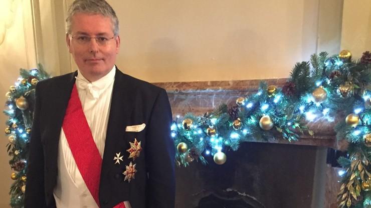 57-letni Włoch udawał księcia Czarnogóry i Macedonii. Nadał tytuł hrabiny Pameli Anderson