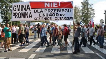 """Utrudnienia na krajowej """"7"""" w miejscowości Pamiątka. Mieszkańcy blokują drogę"""