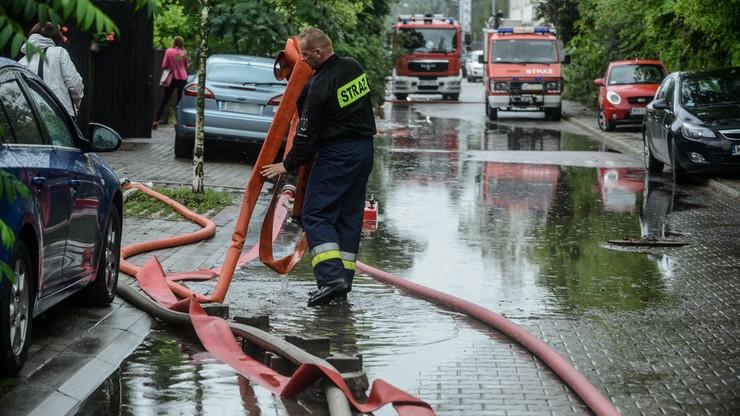 Polska w deszczu. 111 tys. odbiorców bez prądu, podtopione domy, zalane ulice