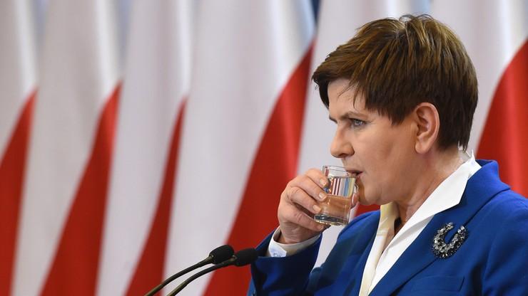 Użytkownicy polsatnews.pl podzieleni ws. flagi unijnej obok polskiej