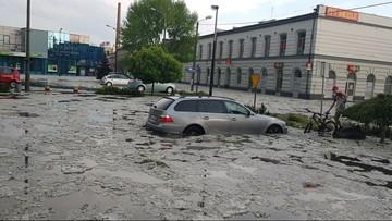 Nawałnica i opady gradu w Łódzkiem. Podtopiona izba przyjęć