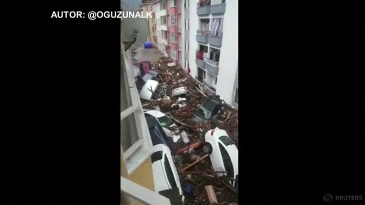 Turcja. Dziewięć ofiar śmiertelnych powodzi. Woda porwała auta i sterty gruzu