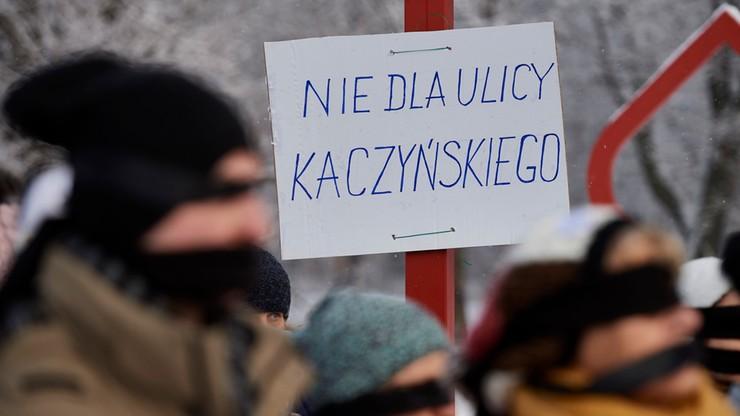 """""""Nie dla ulicy Kaczyńskiego"""". Demonstracja w Gdańsku przeciwko decyzji wojewody"""