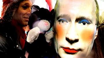 Plakat z Putinem w makijażu na liście zakazanych w Rosji