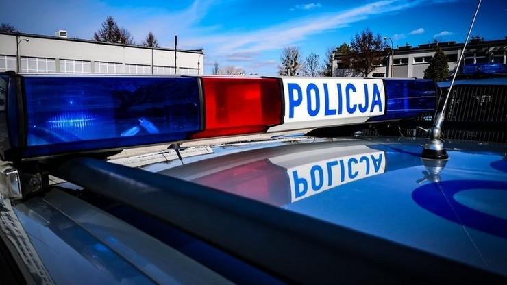 Policjanci znaleźli w garażach broń i amunicję. Prawdopodobnie z czasów II wojny światowej