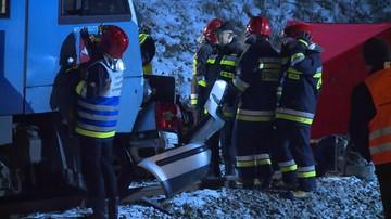 Wypadek na przejeździe kolejowym. Dwie osoby nie żyją, jedna trafiła do szpitala