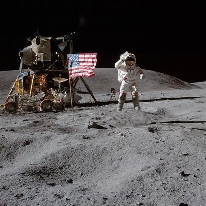 John Young na Księżycu w czasie misji Apollo 16