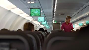 Bunt stewardes Air France. Kazano im zakładać hidżab