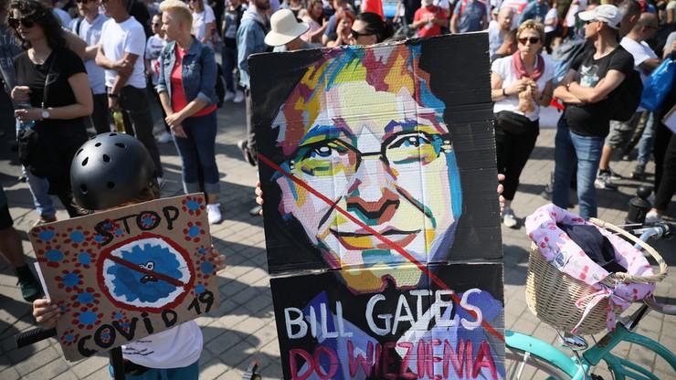 """""""Zakończyć plandemię! Dość kłamstw!"""" Trwa protest w Warszawie przeciwko obostrzeniom"""
