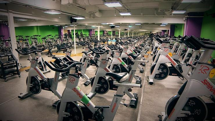 Premier Morawiecki: restauracje, siłownie i kluby fitness nadal zamknięte