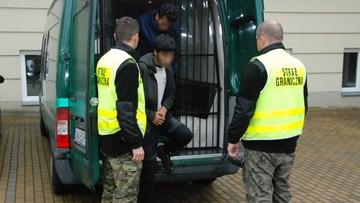 Afgańczycy próbowali nielegalnie wjechać do Polski. Między paletami z winem