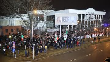 Kibice Legii Warszawa protestowali pod stadionem. Domagają się powrotu na trybuny